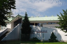 Sportovní hala Romana Šebrleho v areálu gymnázia v Rychnově nad Kněžnou